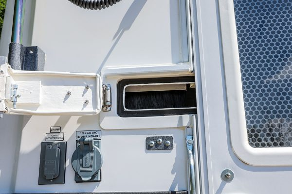 Image of the rear cable slot